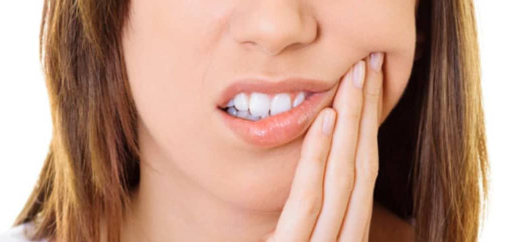 How Can I Fix My Broken Tooth Featured Image - Bowen Family Dentistry